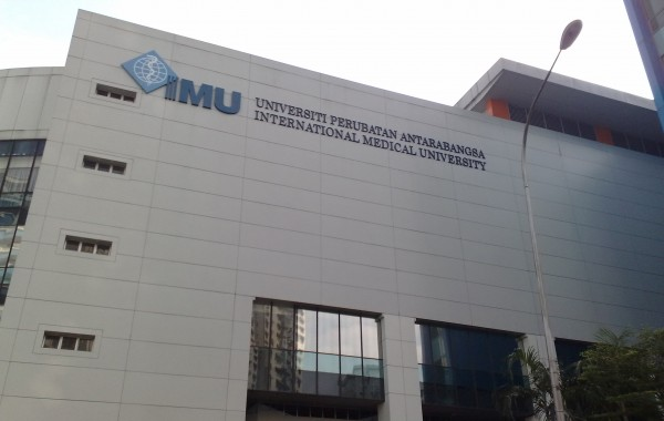 The_International_Medical_University_Bukit_Jalil_Campus,_Main_Building_in_2009