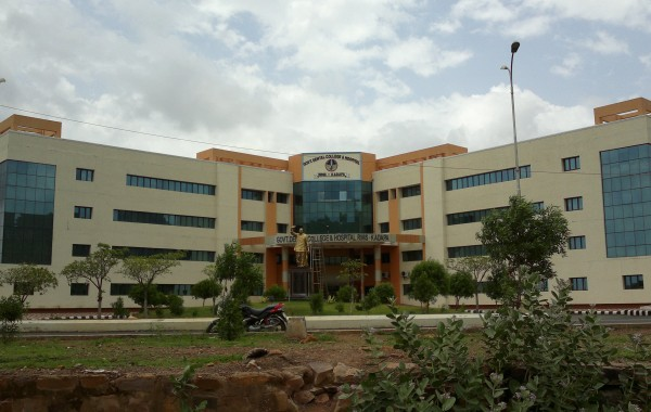 Front_view_of_dental_college